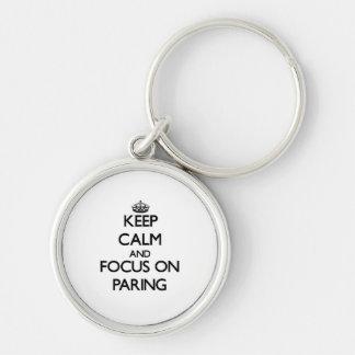 Guarde la calma y el foco en el pelado llaveros personalizados