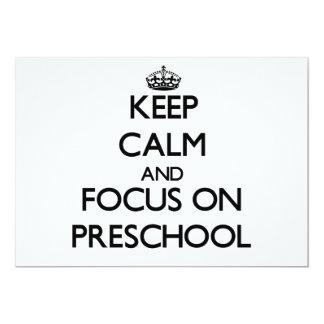 Guarde la calma y el foco en el preescolar invitación 12,7 x 17,8 cm