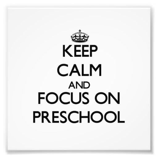Guarde la calma y el foco en el preescolar fotografia