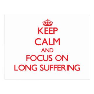 Guarde la calma y el foco en el sufrimiento largo tarjeta postal