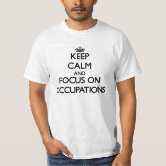 Guarde la calma y el foco en empleos camiseta