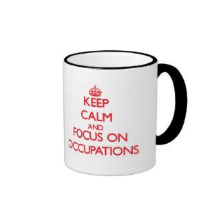 Guarde la calma y el foco en empleos taza de café