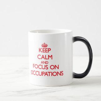 Guarde la calma y el foco en empleos taza