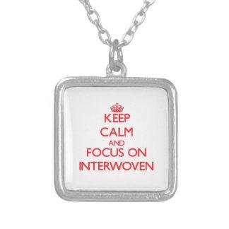 Guarde la calma y el foco en entretejido