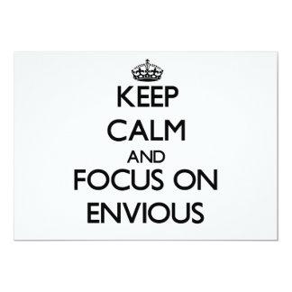 Guarde la calma y el foco en ENVIDIOSO Invitación 12,7 X 17,8 Cm