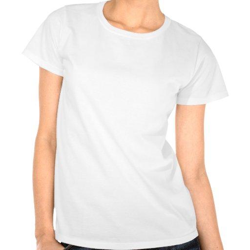 Guarde la calma y el foco en escritos camisetas