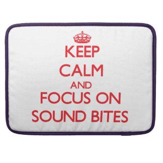 Guarde la calma y el foco en eslóganes fundas para macbooks
