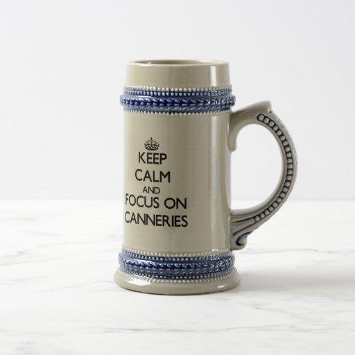 Guarde la calma y el foco en fábricas de conservas taza de café