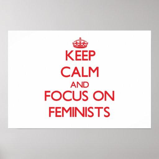 Guarde la calma y el foco en feministas poster
