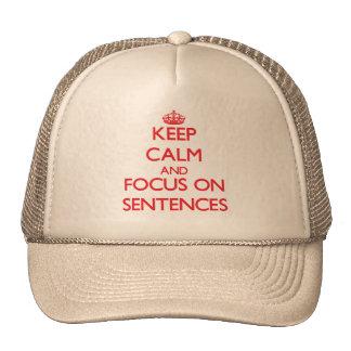 Guarde la calma y el foco en frases gorros