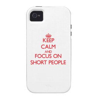 Guarde la calma y el foco en gente corta iPhone 4/4S carcasa