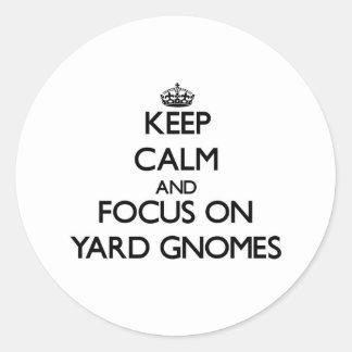 Guarde la calma y el foco en gnomos de la yarda