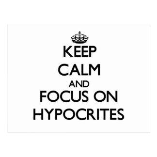 Guarde la calma y el foco en hipócritas tarjeta postal