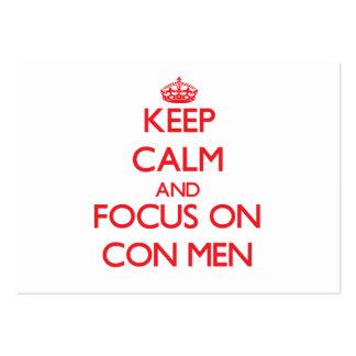 Guarde la calma y el foco en hombres de estafa