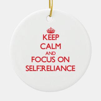 Guarde la calma y el foco en independencia ornamentos de reyes