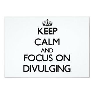 Guarde la calma y el foco en la divulgación invitación 12,7 x 17,8 cm