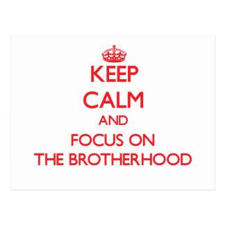 Guarde la calma y el foco en la fraternidad tarjeta postal