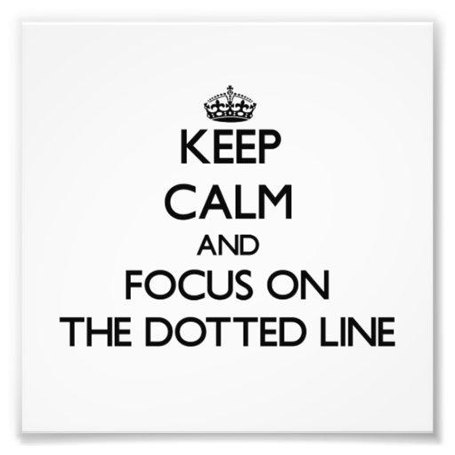 Guarde la calma y el foco en la línea de puntos foto