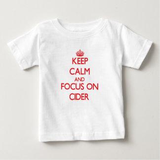 Guarde la calma y el foco en la sidra camisas