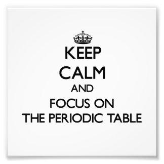 Guarde la calma y el foco en la tabla periódica fotos