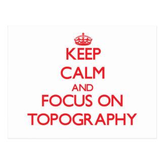 Guarde la calma y el foco en la topografía tarjetas postales