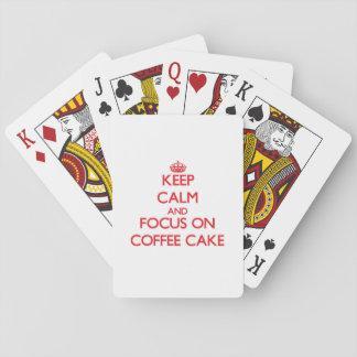 Guarde la calma y el foco en la torta de café barajas de cartas