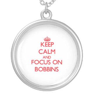 Guarde la calma y el foco en las bobinas pendiente personalizado