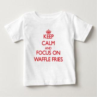 Guarde la calma y el foco en las fritadas de la camiseta