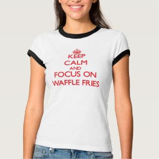 Guarde la calma y el foco en las fritadas de la camisetas