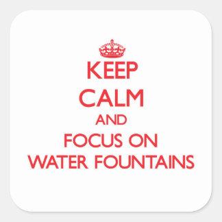 Guarde la calma y el foco en las fuentes de agua pegatina cuadrada