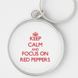 Guarde la calma y el foco en las pimientas rojas llaveros personalizados