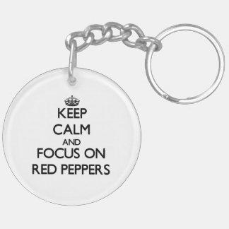 Guarde la calma y el foco en las pimientas rojas