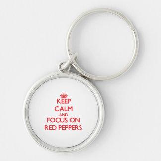 Guarde la calma y el foco en las pimientas rojas llavero personalizado