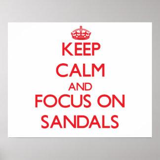 Guarde la calma y el foco en las sandalias