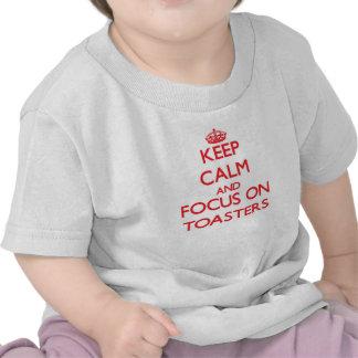 Guarde la calma y el foco en las tostadoras camiseta