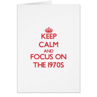 Guarde la calma y el foco en los años 70 tarjetas