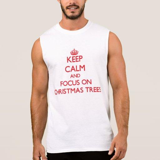 Guarde la calma y el foco en los árboles de camiseta sin mangas
