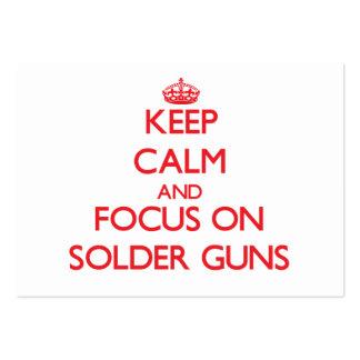 Guarde la calma y el foco en los armas de la solda plantillas de tarjeta de negocio