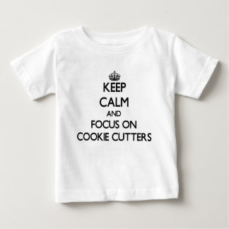 Guarde la calma y el foco en los cortadores de la camiseta