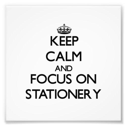 Guarde la calma y el foco en los efectos de escrit impresión fotográfica