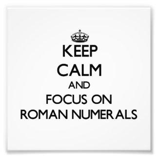 Guarde la calma y el foco en los números romanos arte con fotos