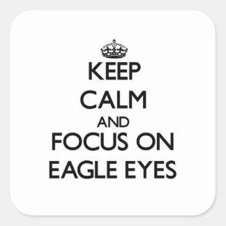 Guarde la calma y el foco en los ojos de Eagle Calcomanía Cuadrada Personalizada