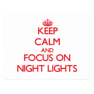 Guarde la calma y el foco en luces de la noche tarjeta postal