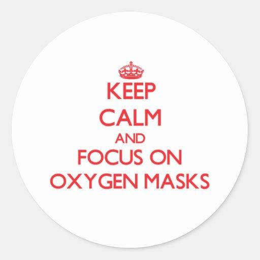 Guarde la calma y el foco en máscaras de oxígeno etiquetas redondas