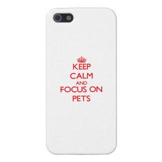 Guarde la calma y el foco en mascotas iPhone 5 carcasa