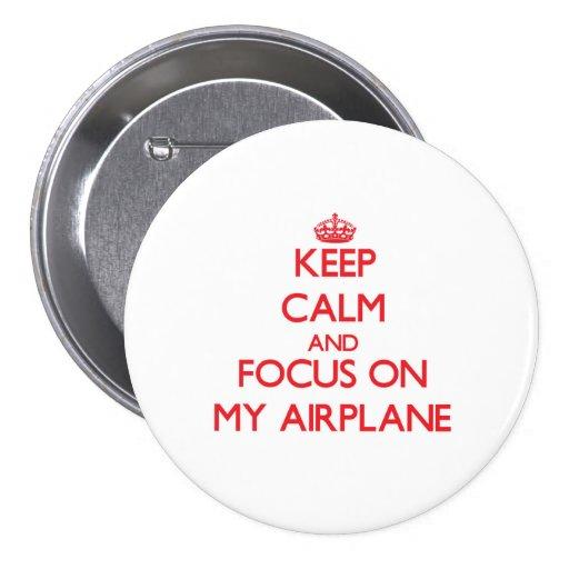 Guarde la calma y el foco en mi aeroplano pin
