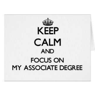 Guarde la calma y el foco en mi grado de socio tarjeta de felicitación grande