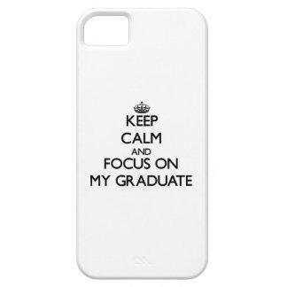 Guarde la calma y el foco en mi graduado funda para iPhone 5 barely there