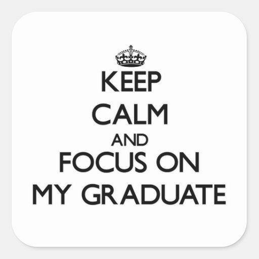 Guarde la calma y el foco en mi graduado pegatina cuadradas personalizada