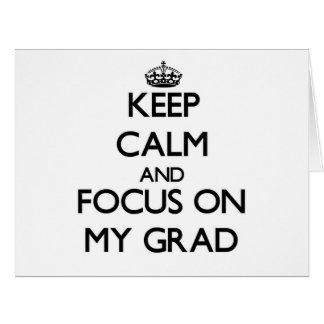 Guarde la calma y el foco en mi graduado tarjeta de felicitación grande